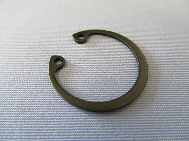 048079 Norton Commando crankshaft oil seal circlip - Classic Bike Spares