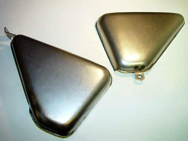 0635034 Norton Commando Roadster side covers, steel - Classic Bike Spares